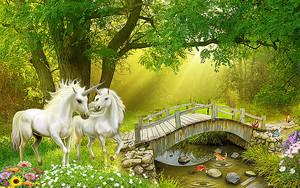 Единороги на полянке у реки