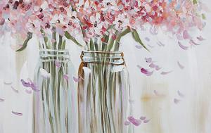 Цветы в стеклянных банках