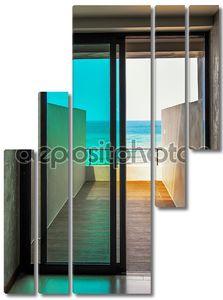 балкон, выходящий на море