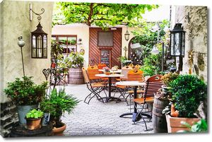 Кафе терраса в европейском городке