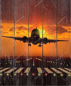Взлет самолета во время заката