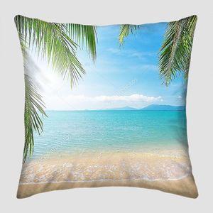 Пляж с  пальмовыми листьями