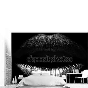 Женские губы крупным планом