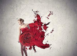 Девушка в цветочном наряде