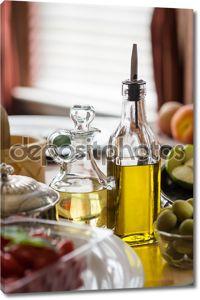 Две бутылки оливкового масла