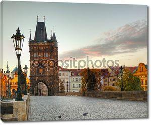 Карлов мост в Праге рано утром
