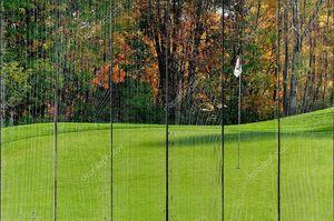 Поле для гольфа зеленое