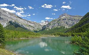 Зеленое озеро в горах
