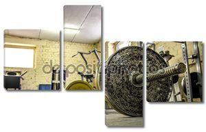 Интерьер старого тренажерный зал для бодибилдинга