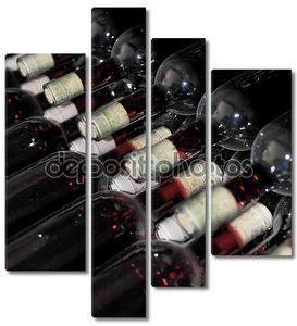 Старые бутылки красного вина