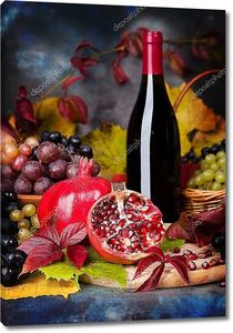 красивый Натюрморт с бокалы для вина, виноград, гранат