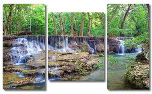 Водопад на прозрачной реке