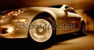 Быстрый спортивный автомобиль с размытие движения