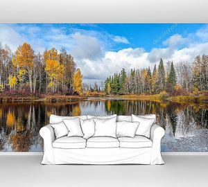 Красивый осенний пейзаж с лесным озером