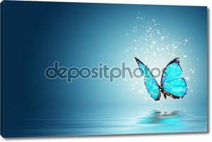 Голубая бабочка магии над водой
