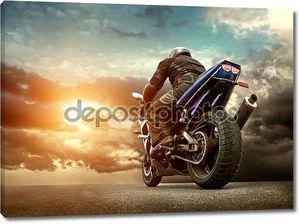 человек на мотоцикле