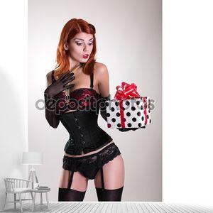 Портрет красивой рыжей  очаровательной   девушки проведение подарочной б