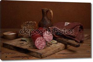 Натюрморт с колбасой