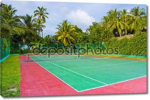 Теннисный корт на тропический остров