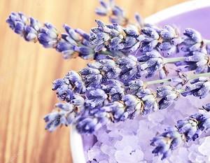 Цветы лаванда и соль для ванны