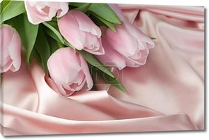Красивые тюльпаны и шелк