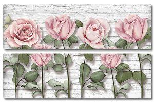 Розы на потрескавшемся заборе