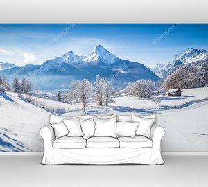 Зимняя страна чудес с тропой в Альпах
