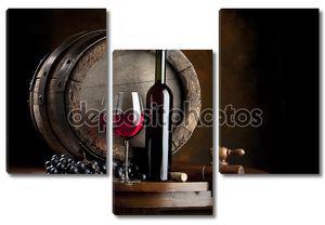 Натюрморт с красным вином и бокалом