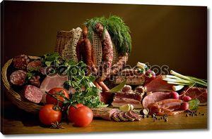 Натюрморт с колбасой и зеленью