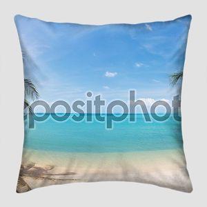 Панорамный пляж с кокосовыми пальмами