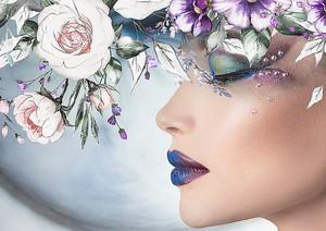 Лицо девушки с цветами