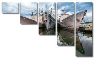 Военные корабли ВМС США на причале. Ракетные крейсера типа