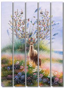 Олень с цветущими рогами