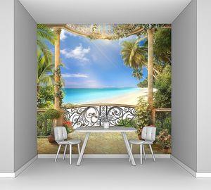 Вид с балкона на красивый пляж
