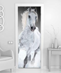 Белый конь на бегу