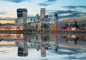 Лондон горизонты в сумерках, Англия, Великобритания