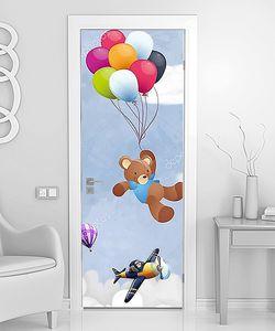 Мишка на шариках в небе