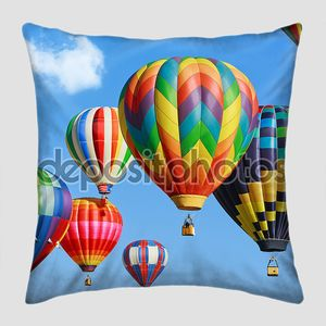 Воздушные шары в синем небе