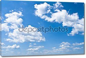 синее небо с белыми облаками