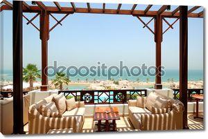 морской террасе с видом на роскошный отель, Фуджейра, ОАЭ