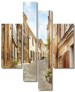 Солнечная улица в Италии