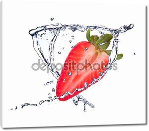 Свежая ягода в каплях воды