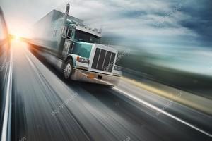 грузовик на автостраде