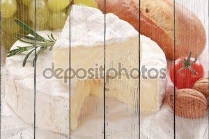 Натюрморт с сыром камамбер