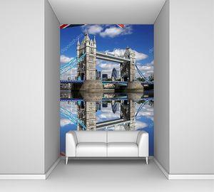 Тауэрский мост с флагом Англии