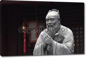 Статуя Конфуция в конфуцианский храм в Шанхае, Китай
