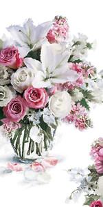 Букет из роз и лилий в стеклянной вазе