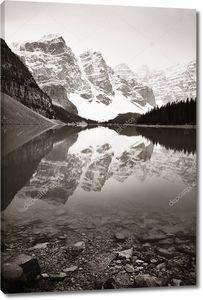 Морейнское озеро в Национальном парке Банф Канада