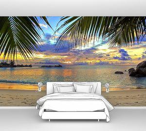 Пляж в тропиках на закате