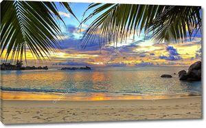 Тропический пляж на закате